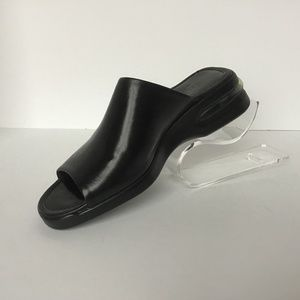 COLE HAAN RIGHT SHOE 7.5B BLACK SLIP ON  NWT